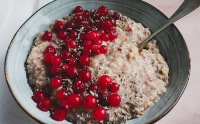 Vegan berry porridge